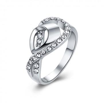 Елегантен дамски пръстен с австрийски кристали и платинено покритие