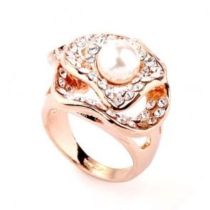 """Дамски пръстен """"Перлена магия"""" с бели австрийски кристали и розово златно покритие"""