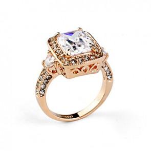 Дамски пръстен с бели австрийски кристали CZ Цирконий и златно покритие