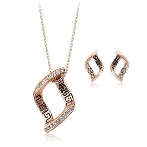 Дамски комплект бижута, колие и обеци с бели австрийски кристали и 18 карата розово златно покритие.