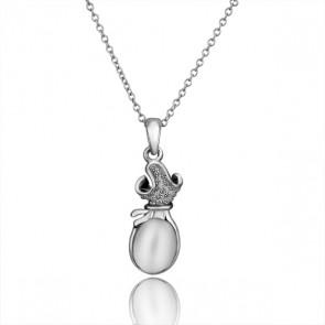 Колие за дами с бели кристали, бял опал и златно покритие.