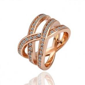 Дамски пръстен с австрийски кристали и 18 карата  златно покритие. Код: PS118.