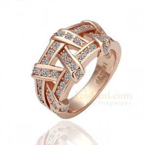 Завладяващ дамски пръстен във форма на плетеница с бели австрийски кристали и розово златно покритие