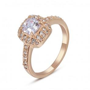 Дамски пръстен с австрийски кристали и жълто златно покритие
