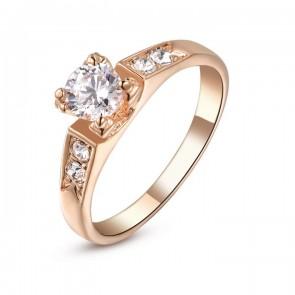 Дамски пръстен с 18 карата златно покритие и бели кристали циркон