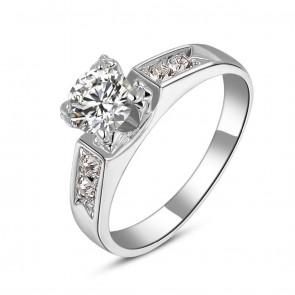 """Елегантен дамски пръстен """"Морско сияние"""" с бели камъни циркон"""