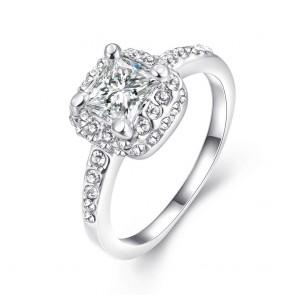 Изискан дамски пръстен с бели австрийски кристали и платинено покритие
