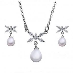 Комплект перлени бижута, колие и обеци с бели циркониеви кристали