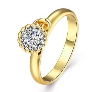 Нежен дамски пръстен с бял циркон и жълто златно покритие