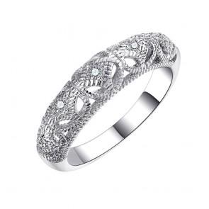 Дамски пръстен с бели циркониеви кристали и бяло златно покритие