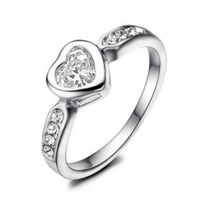 Елегантен дамски пръстен с бяло златно покритие, бели австрийски кристали и циркон